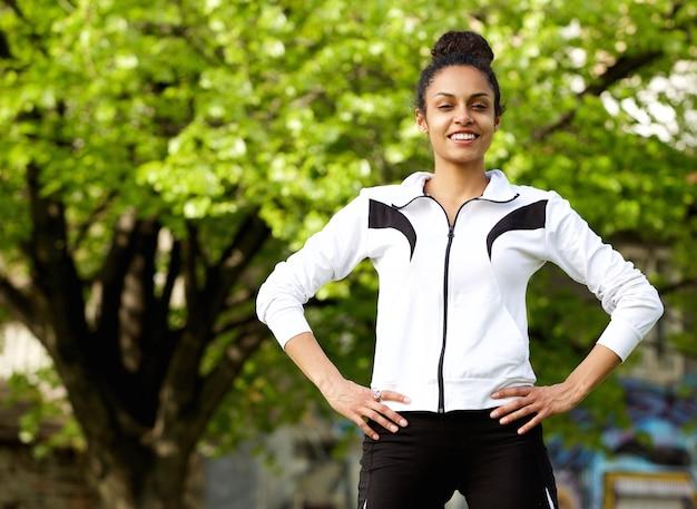 Femme fitness femme confiante