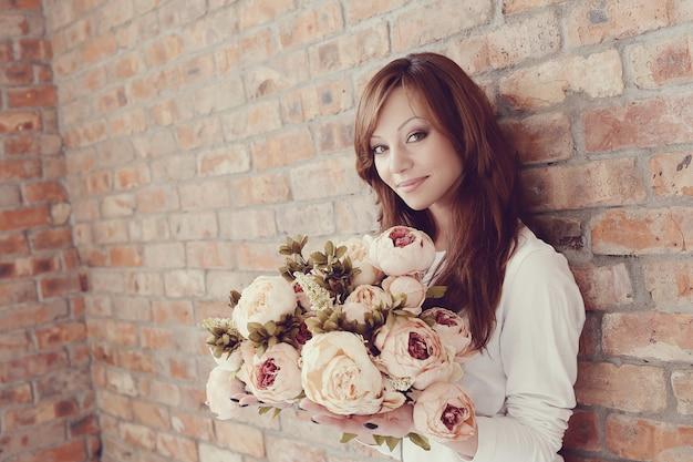 Femme, fleurs