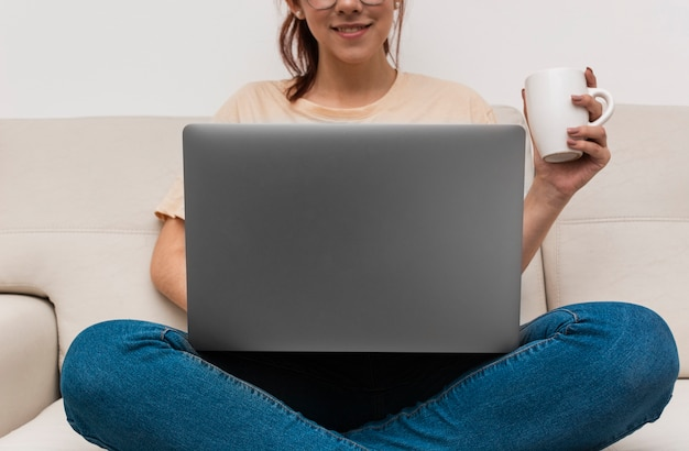 Femme, fonctionnement, depuis, elle, ordinateur portable