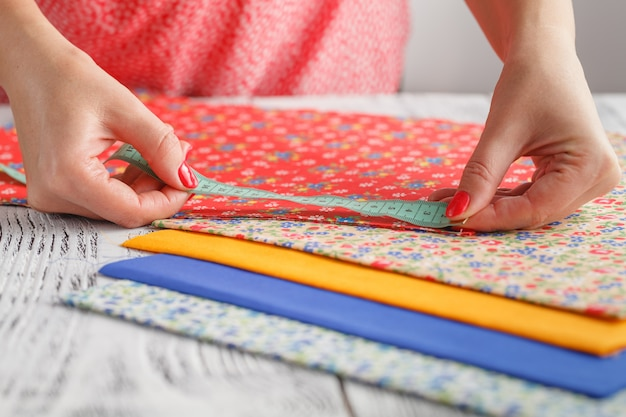 Femme, fonctionnement, morceaux, coloré, tissu, palette, fin, haut