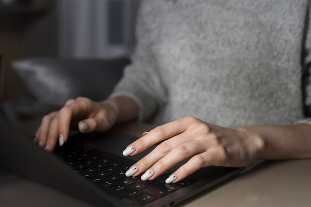 Femme, fonctionnement, ordinateur portable, nuit
