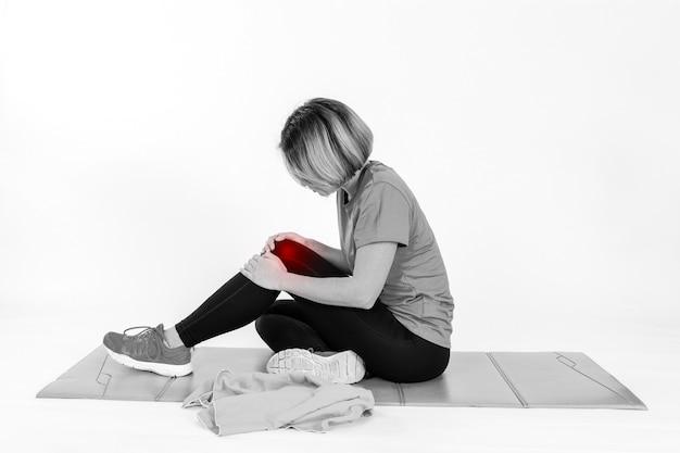 Femme avec un genou endolori