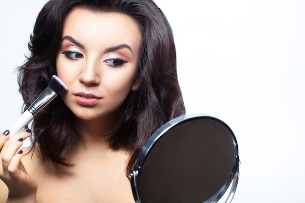 Femme glamour avec maquillage