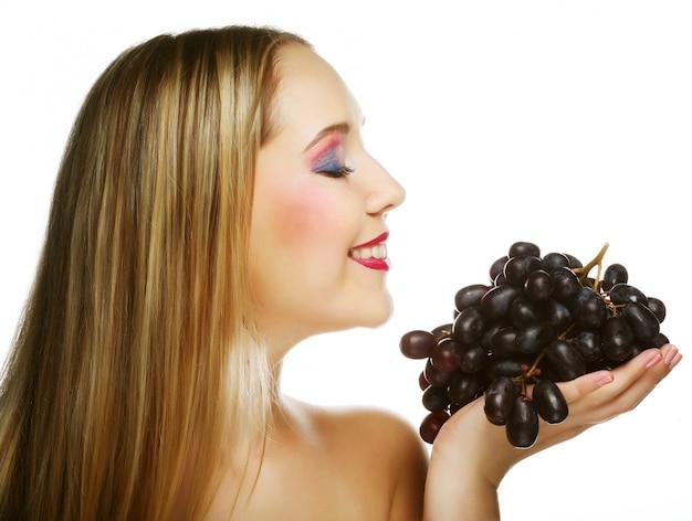 Femme avec grappe de raisin.