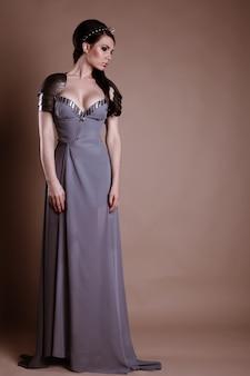 Femme guerrière. idée de mode fantastique.