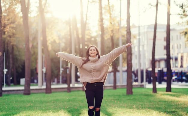 Femme heureuse libre