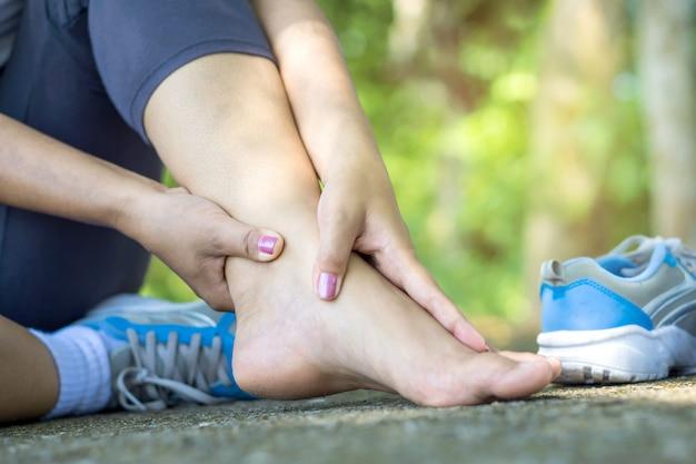 Femme, jambe, douleur, exercice