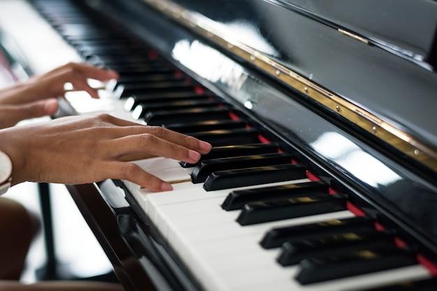 Femme, jouer, piano