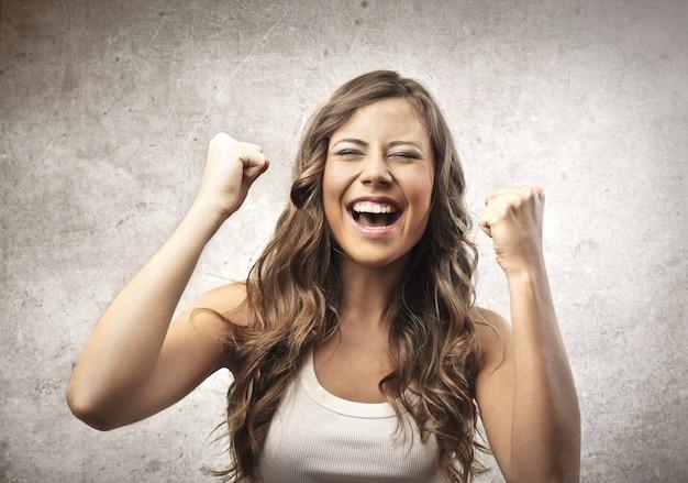 Femme joyeuse heureuse