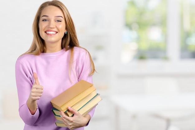 Femme avec livre