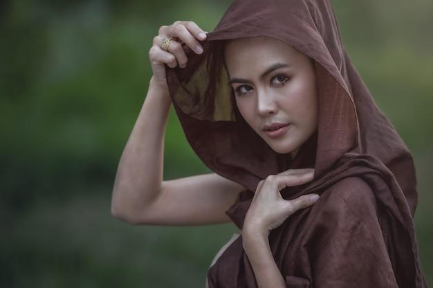 Femme locale thaïlandaise, campagne thaïlandaise