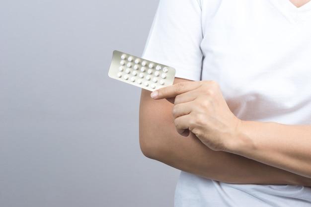 Femme, main, tenue, paquet, pilule contraceptive, médecine contraceptive