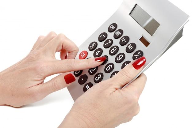 Femme, mains, calculatrice, gros plan