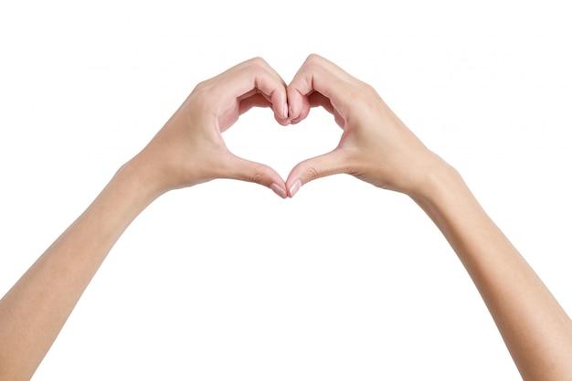 Femme mains façonnant le symbole du coeur par l'arrière isolé sur blanc