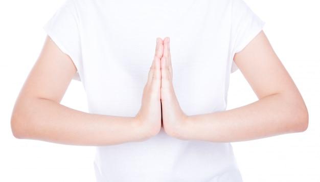 Femme mains salutation sur le corps isolé sur fond.