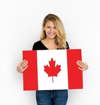 Femme mains tenir drapeau canada patriotisme