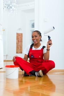 Femme, maison, rénovation, bricolage