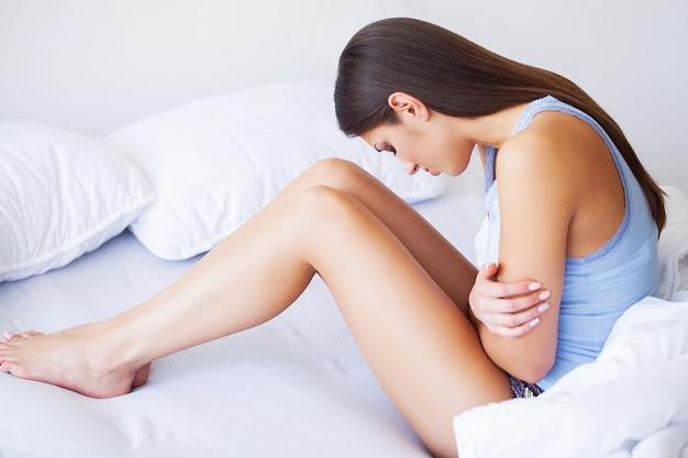 Femme malade au lit