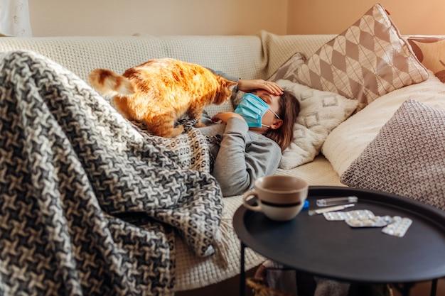 Femme malade, avoir, grippe