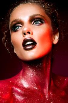 Femme, à, maquillage rouge