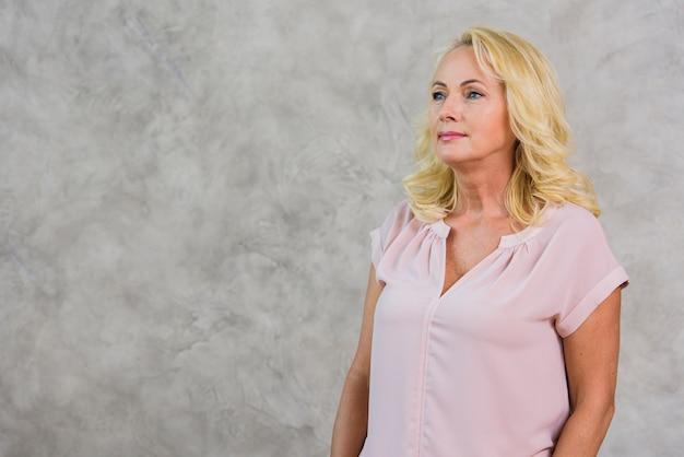 Femme mature blonde cherche loin avec espace de copie