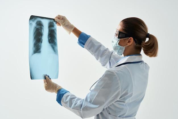 Femme médecin blouse blanche images médicales santé hospitalière