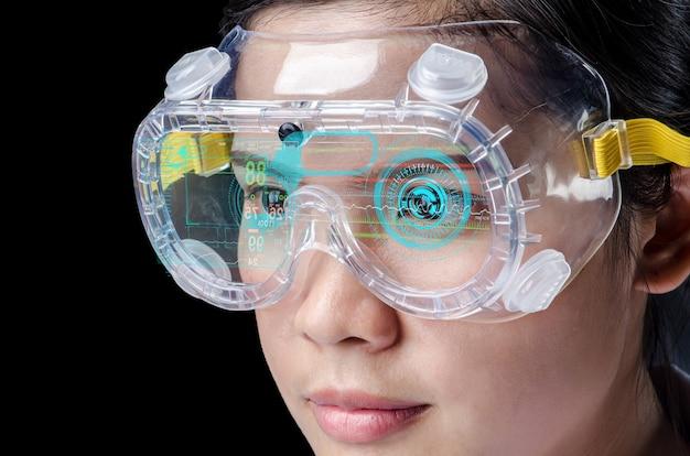 Femme médecin examinant tout en portant des casques vr technologies innovantes en science et en médecine.