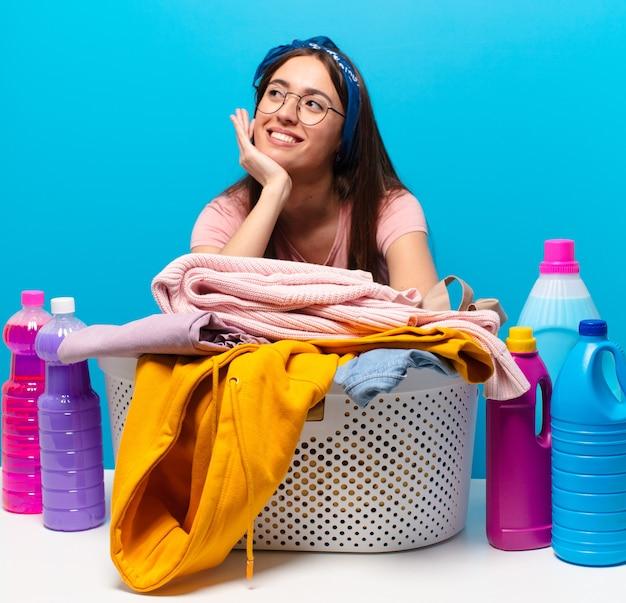 Femme de ménage tty laver les vêtements
