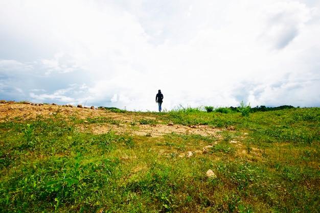 Femme sur la montagne