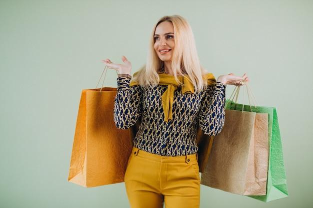Femme mûre, à, sacs provisions