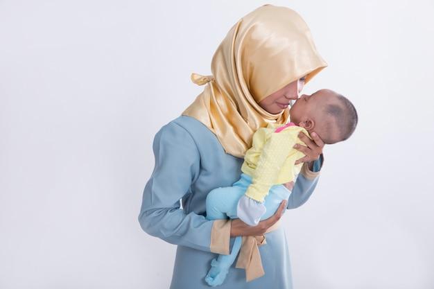Femme musulmane avec son bébé