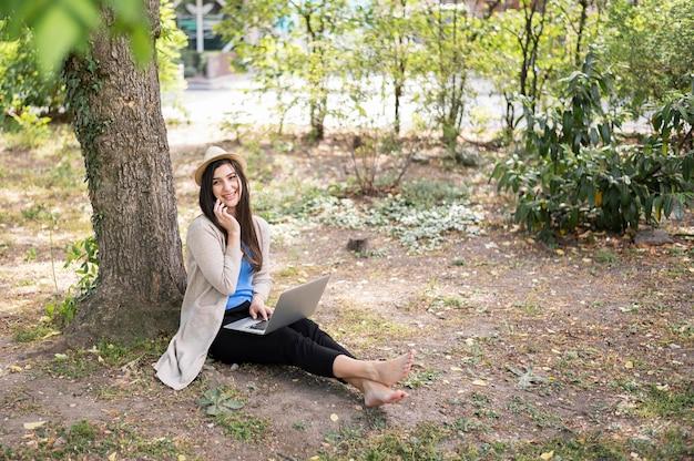 Femme, nature, fonctionnement, ordinateur portable