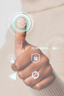 Femme numérisant les empreintes digitales avec une technologie intelligente d'interface futuriste