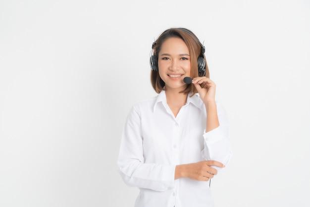 Femme opérateur de centre d'appels.