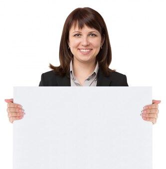 Femme avec panneau vierge