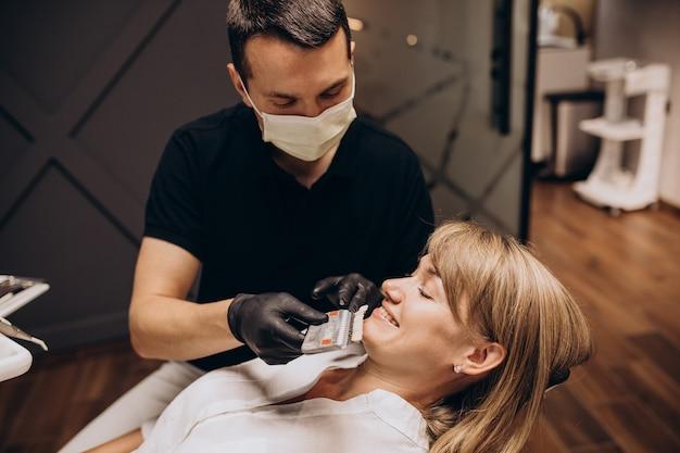 Femme, patient, visite, dentiste
