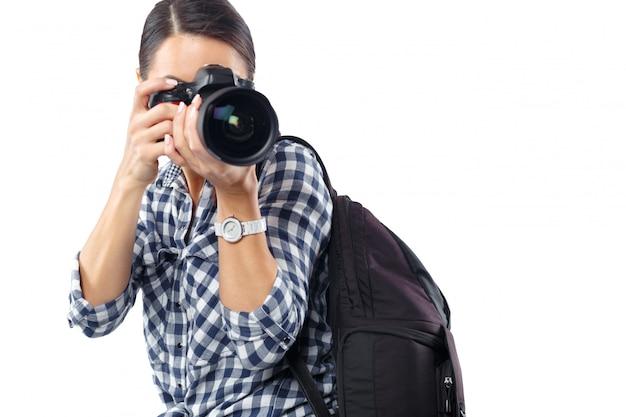 Femme photographe au travail