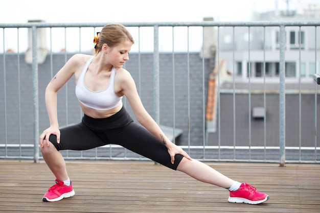 Femme, pilates, exercices fitness