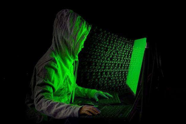 Une femme pirate s'introduit dans les serveurs de données du gouvernement