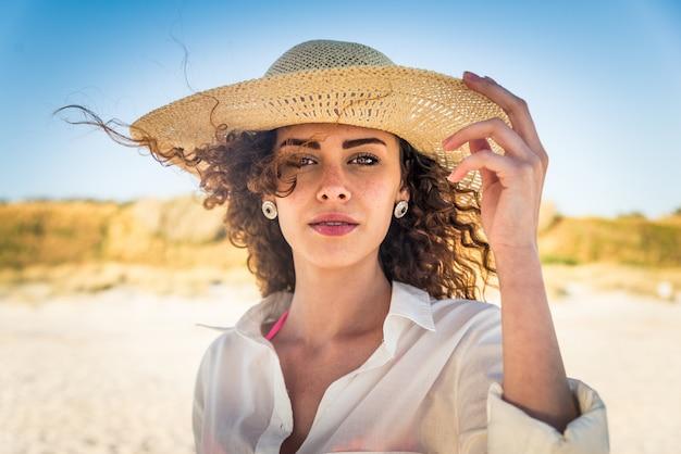 Femme, sur, a, plage tropicale