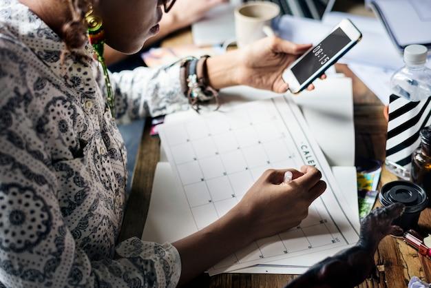 Femme, planification, rédaction, note, calendrier