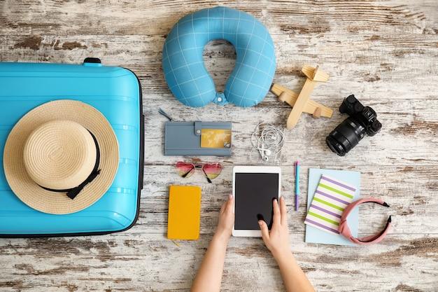 Femme, planification, vacances, vue dessus