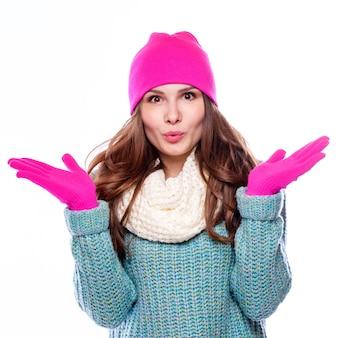 Femme portant des accessoires en laine
