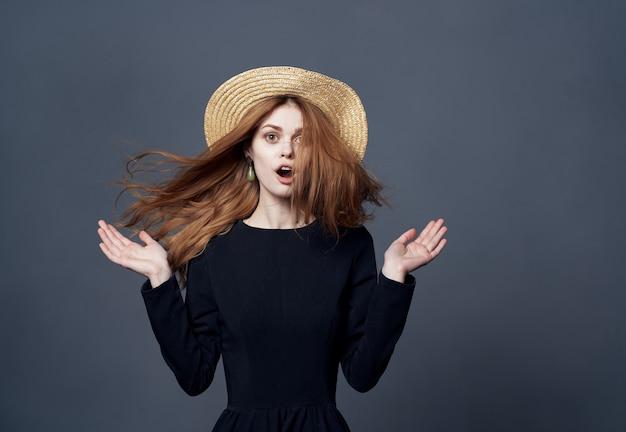Femme, porter, chapeau, mode, glamour, luxe, vue recadrée