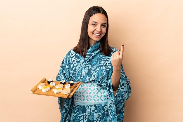 Femme, porter, kimono, et, tenue, sushi