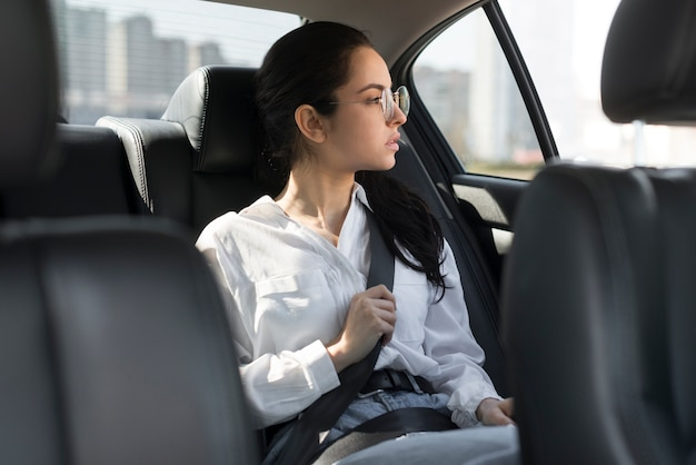 Femme, porter, lunettes, être, passager