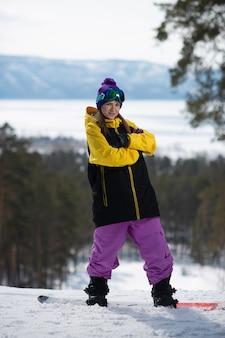 Femme, poser, snowboard
