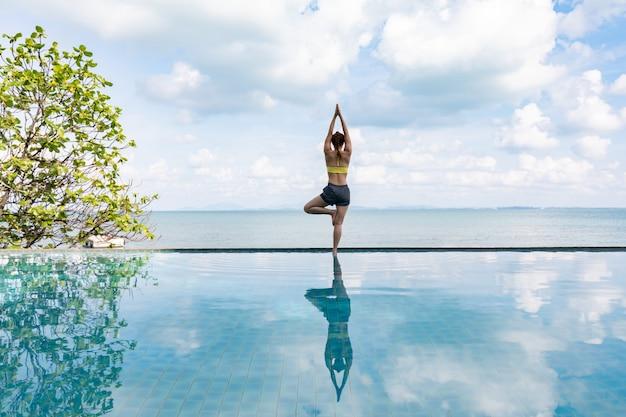 Femme, pratiques, yoga, lotus, pose