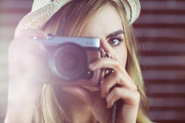 Femme prenant des photos