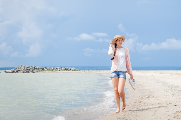 Femme, promenades, mer